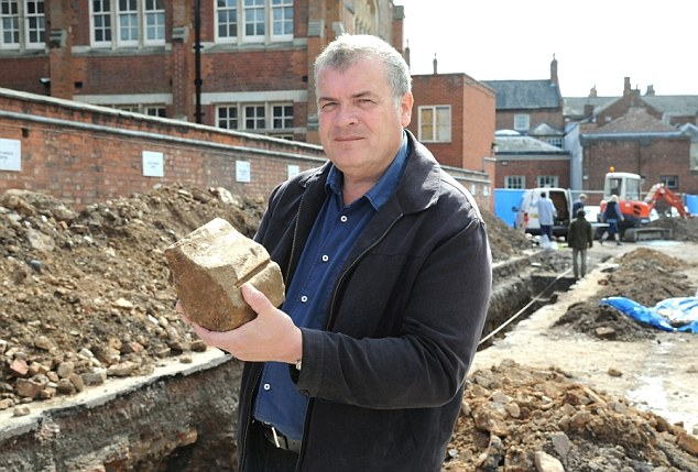 Search for Richard III continues